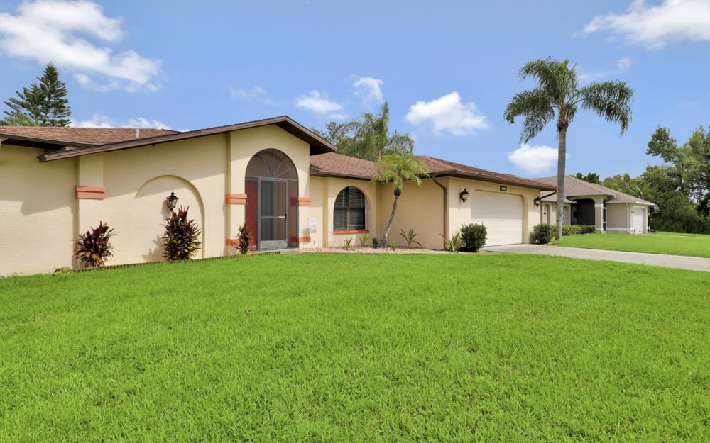 1319 SE 21st Ave, Cape Coral - Home For Sale 341784354