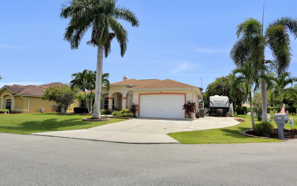 3751 Patty Ct, Bonita Springs - Home For Sale 1263660029