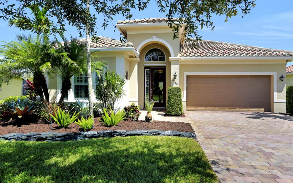 9142 Limestone Ln, Naples - Home For Sale 74241069