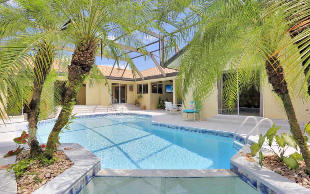 16112 Forest Oaks Dr, Fort Myers - Home For Sale 181577158