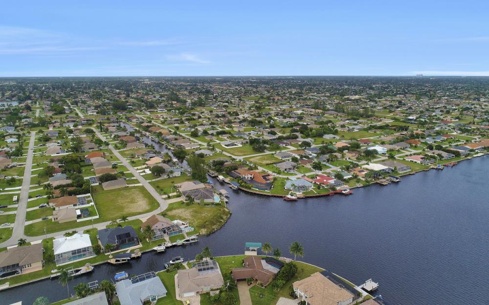 1301 SW 43rd Ter, Cape Coral - Home For Sale 1631853990