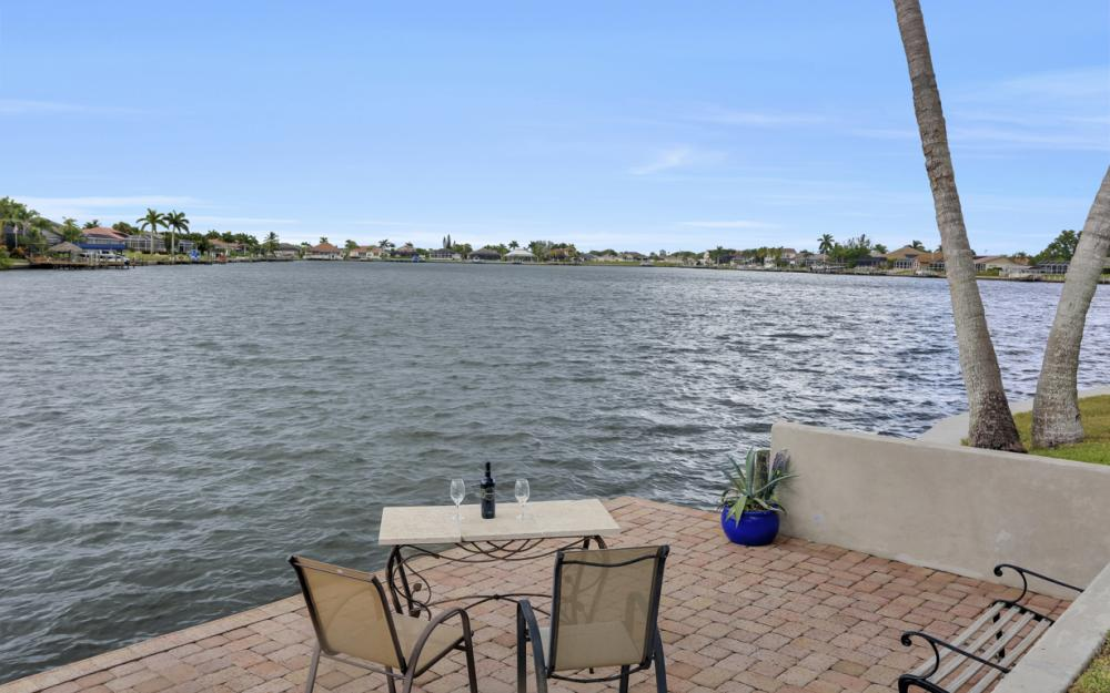 1301 SW 43rd Ter, Cape Coral - Home For Sale 994044808
