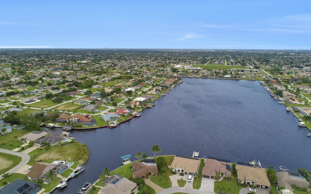 1301 SW 43rd Ter, Cape Coral - Home For Sale 354427891