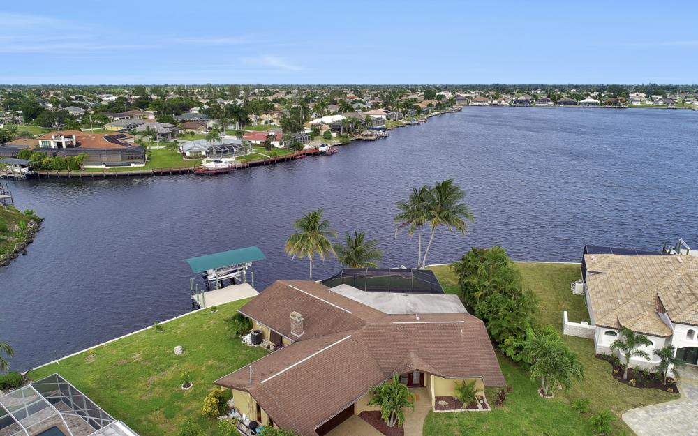 1301 SW 43rd Ter, Cape Coral - Home For Sale 27245621