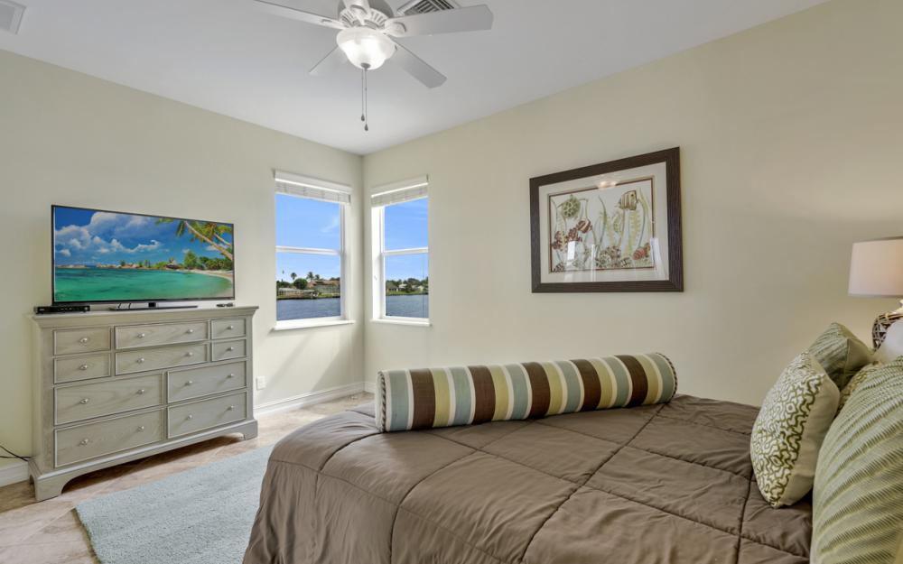 5423 SW 6th Ave, Cape Coral - Home For Sale 503446946