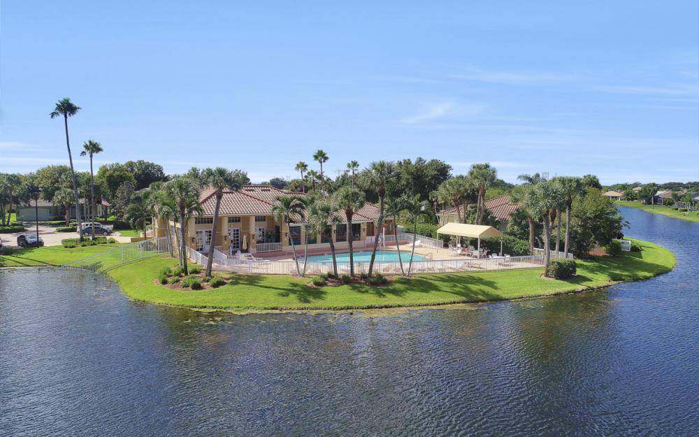 11077 Lakeland Cir, Fort Myers - Home For Sale 70947240