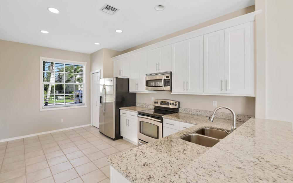11077 Lakeland Cir, Fort Myers - Home For Sale 75262479