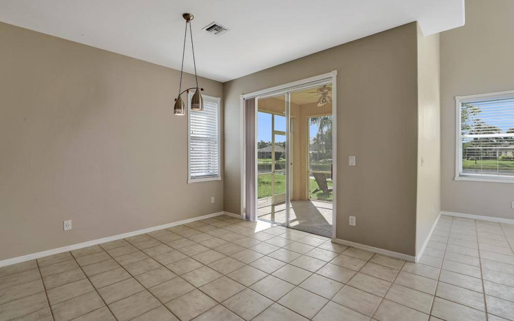 11077 Lakeland Cir, Fort Myers - Home For Sale 26887972