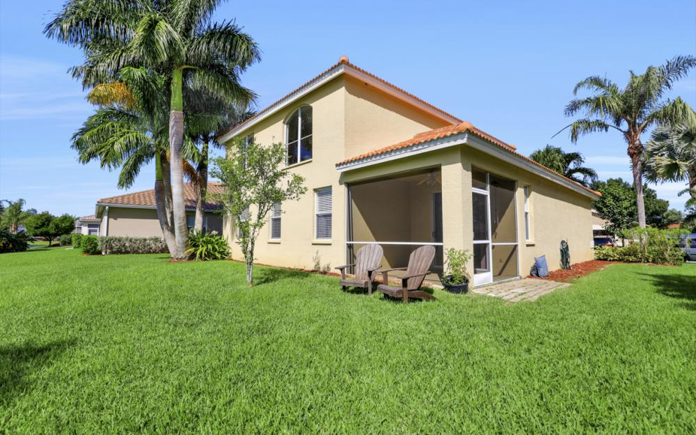11077 Lakeland Cir, Fort Myers - Home For Sale 663712543