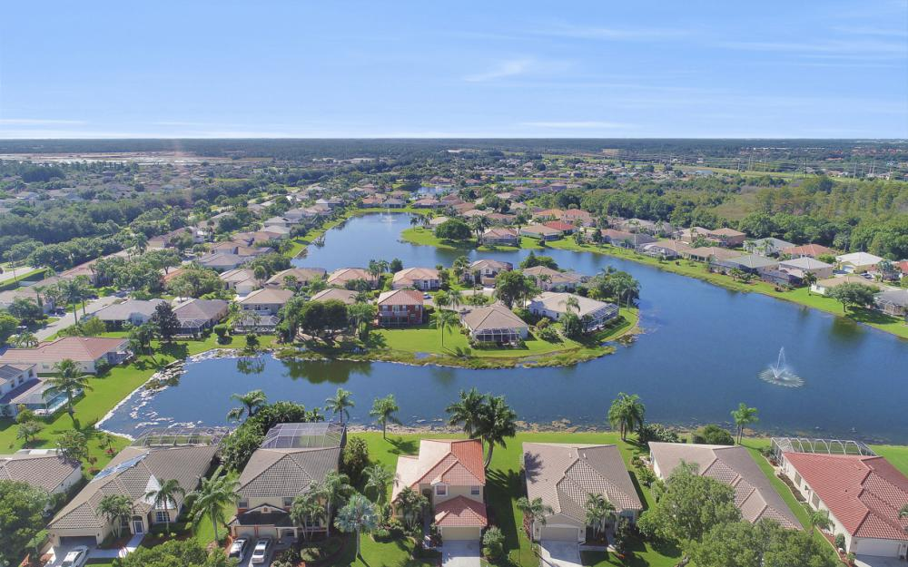 11077 Lakeland Cir, Fort Myers - Home For Sale 1296110460