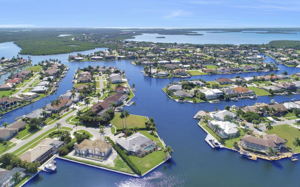 180 Coral Ct, Marco Island - Home For Sale 320118343