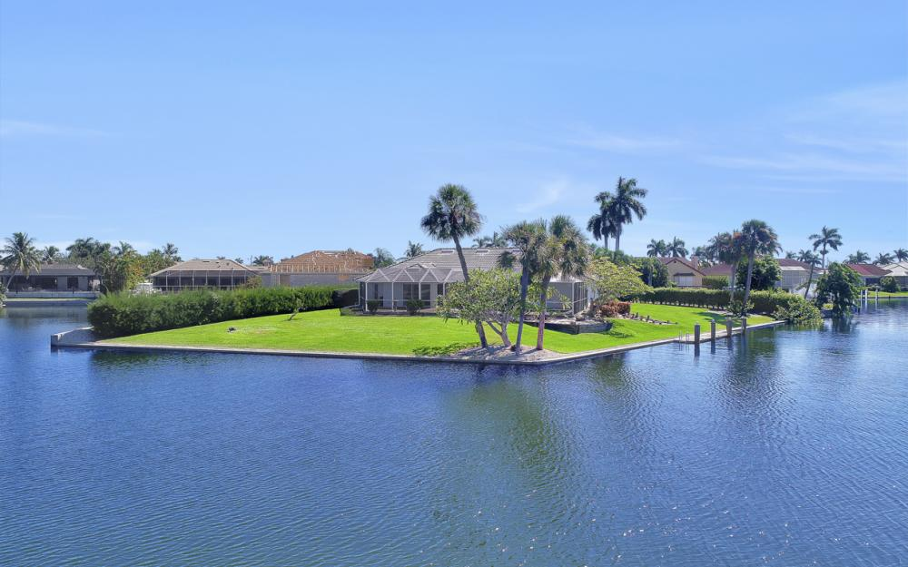 180 Coral Ct, Marco Island - Home For Sale 2035596987