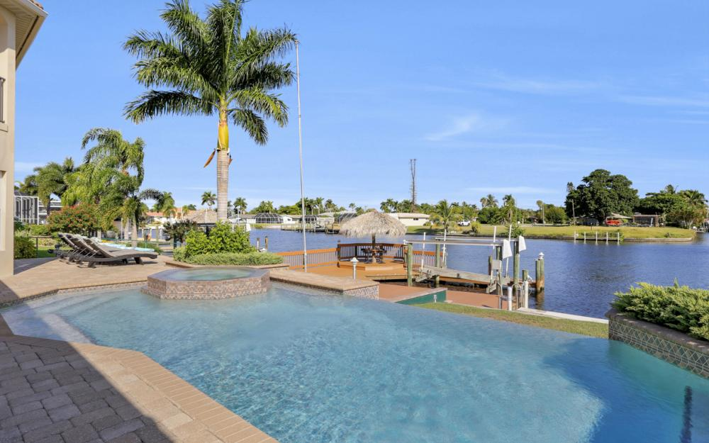 421 Bayshore Dr, Cape Coral - Vacation Rental 1132879153