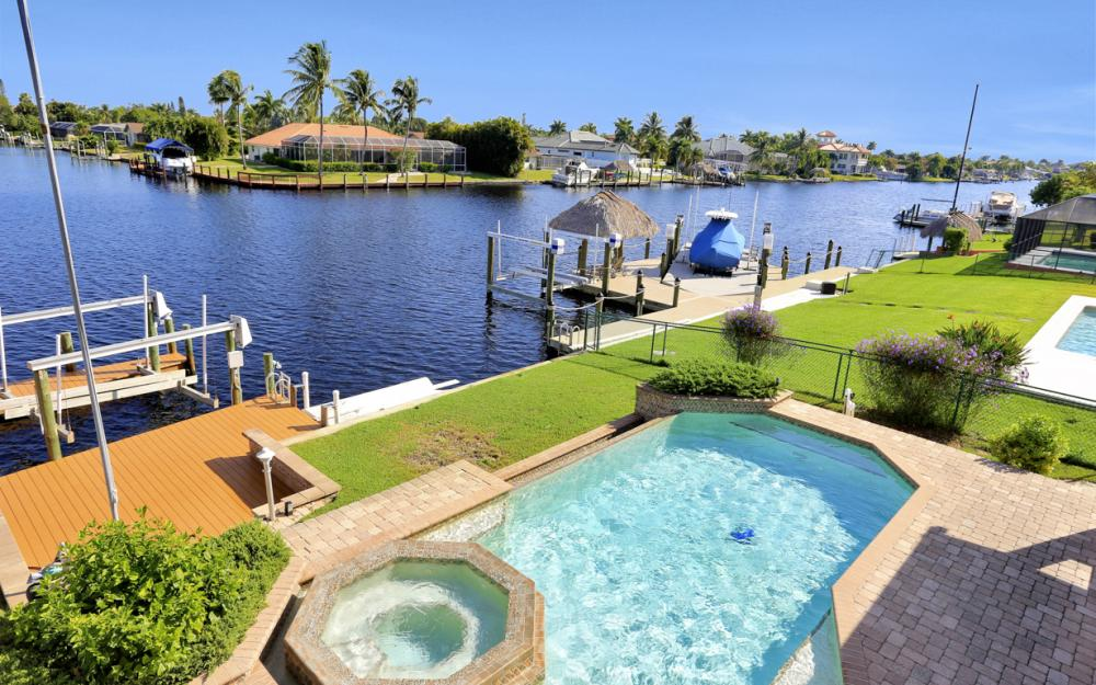 421 Bayshore Dr, Cape Coral - Vacation Rental 2145365511
