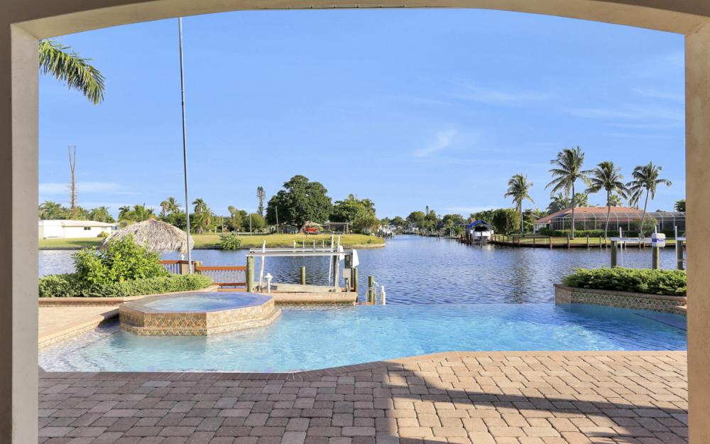 421 Bayshore Dr, Cape Coral - Vacation Rental 117035039
