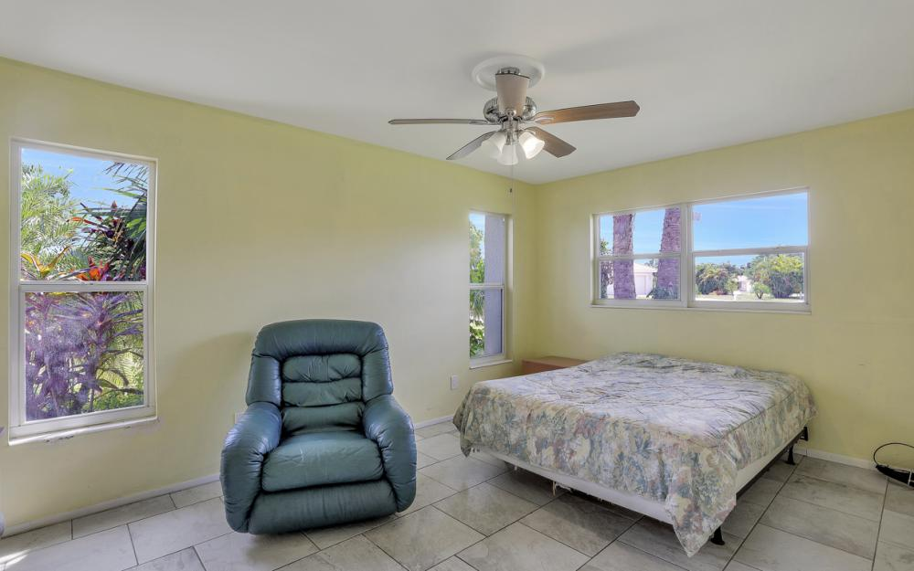 1670 Saint Clair Ave, N Fort Myers - Home For Sale 1018662034