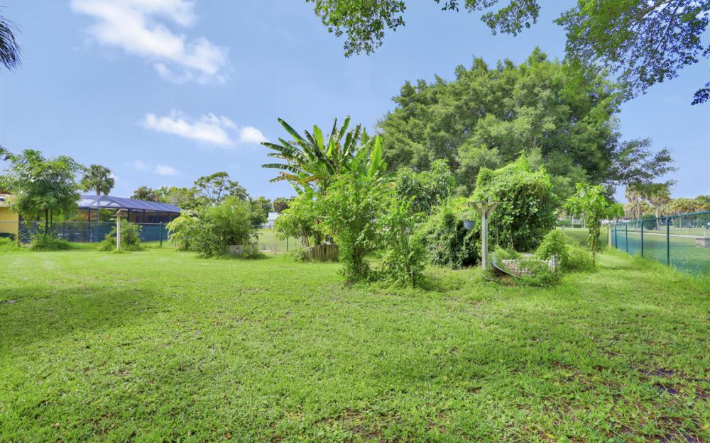 1670 Saint Clair Ave, N Fort Myers - Home For Sale 652267602