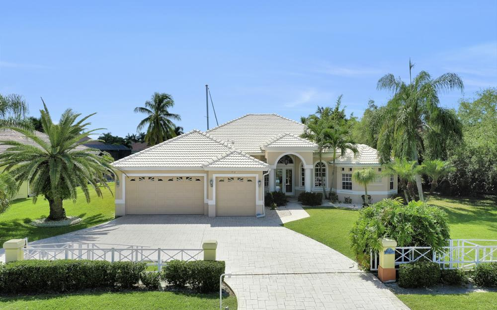 2204 El Dorado Pkwy W, Cape Coral - Home For Sale 467653723