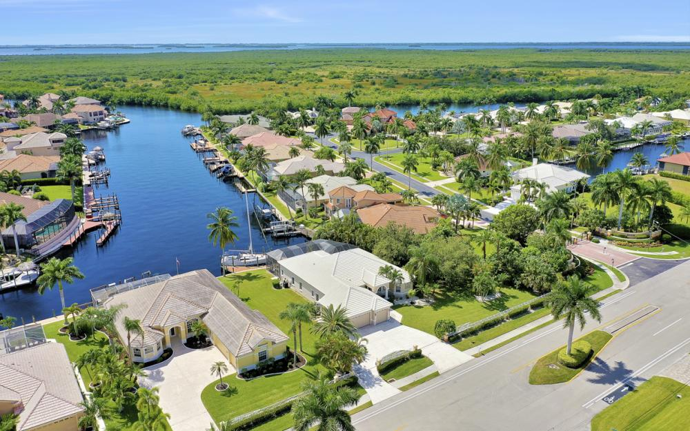 2204 El Dorado Pkwy W, Cape Coral - Home For Sale 95293908
