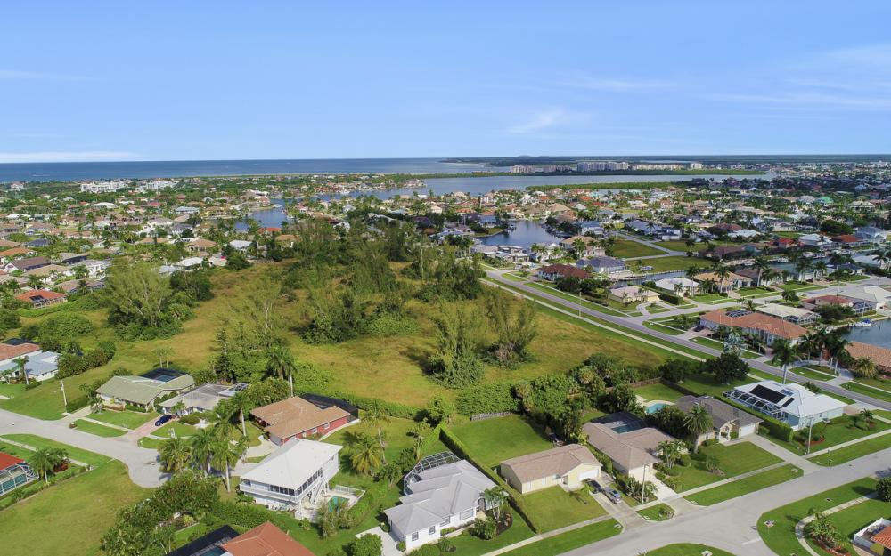 552 Century Dr, Marco Island - Home For Sale 1392658117