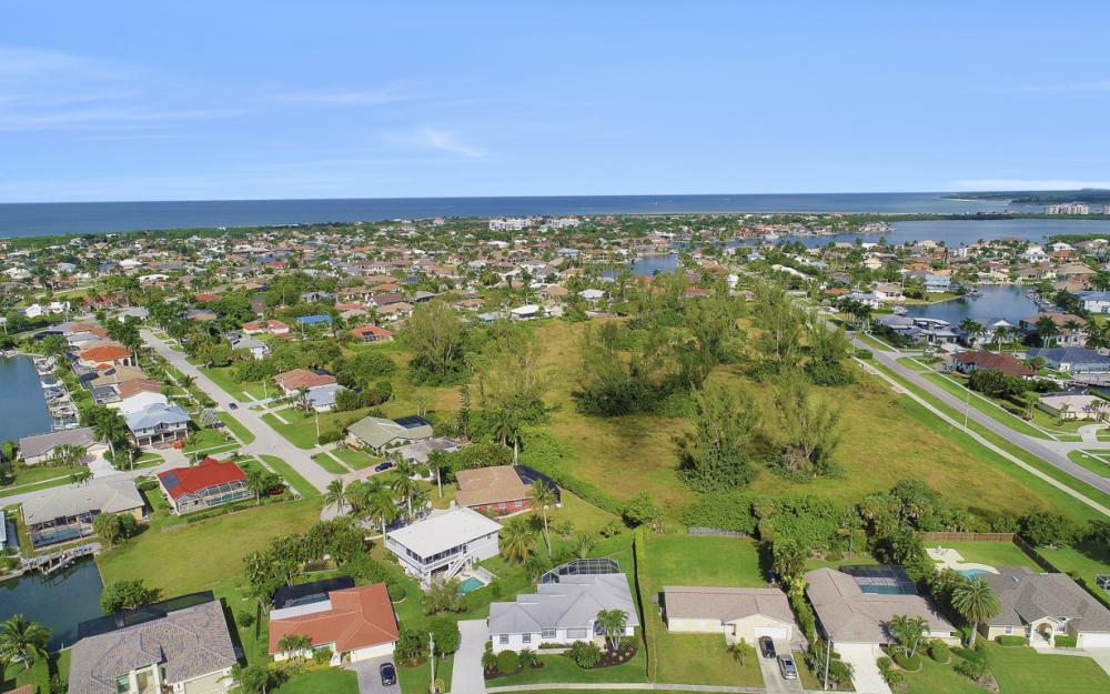 552 Century Dr, Marco Island - Home For Sale 2081765176