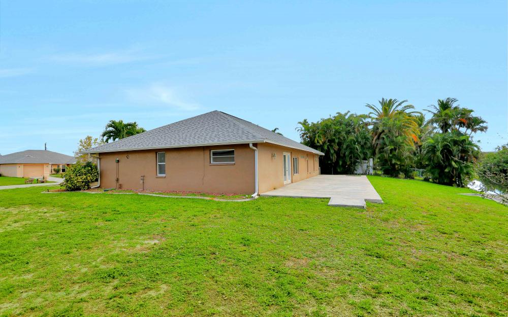 26 SE 23rd Pl, Cape Coral - Home For Sale 1851113081