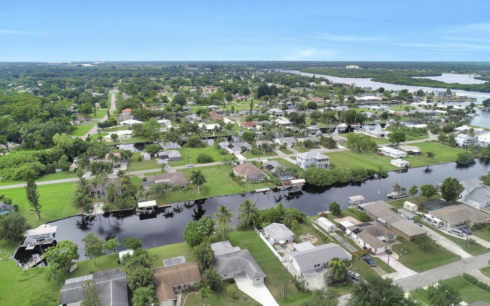 2129 St Croix Ave, Fort Myers - Home For Sale 408357360