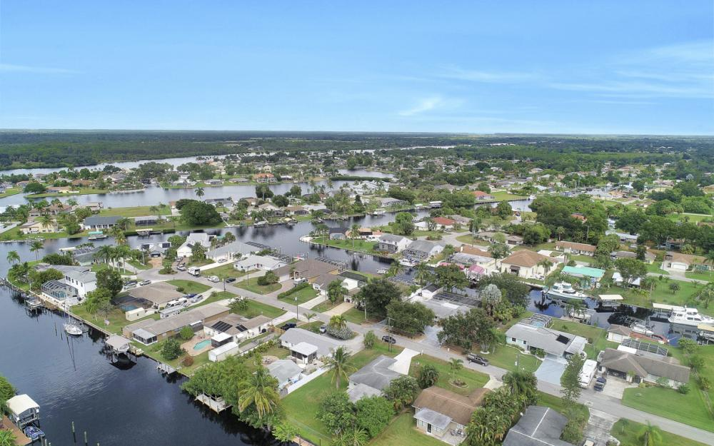 2129 St Croix Ave, Fort Myers - Home For Sale 1846434551