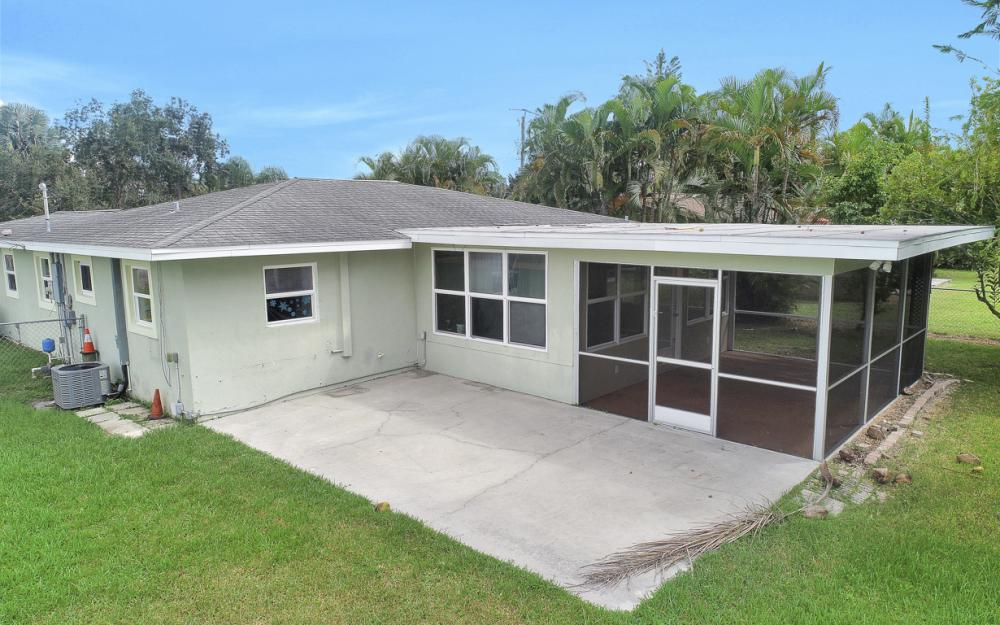 2129 St Croix Ave, Fort Myers - Home For Sale 384451023