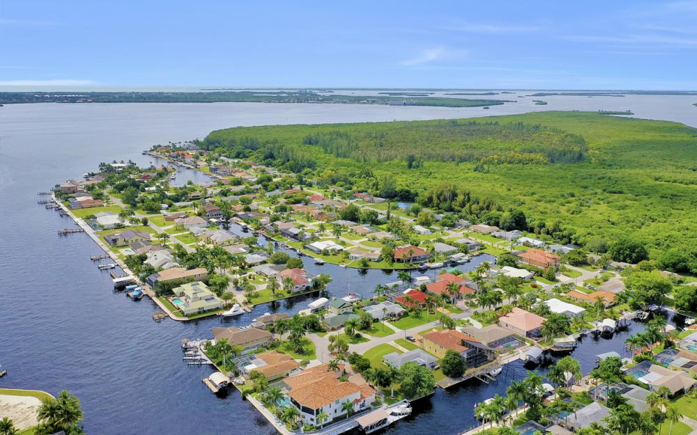 140 SW 58th St, Cape Coral - Luxury Home For Sale 1682808372