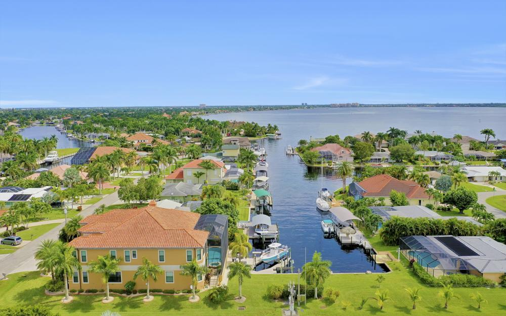 140 SW 58th St, Cape Coral - Luxury Home For Sale 44452897