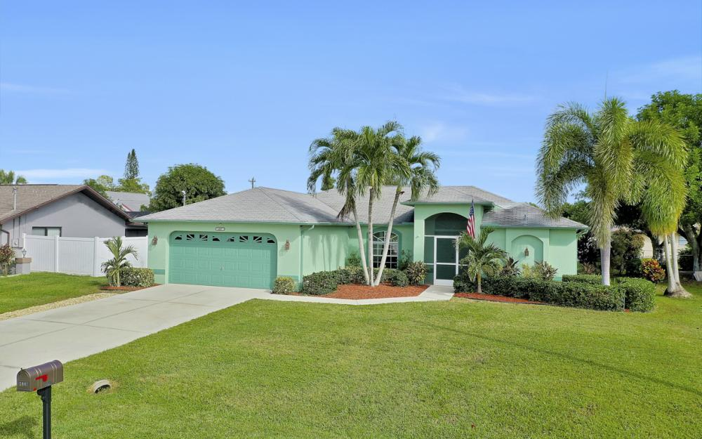 2007 SE 9th Ter, Cape Coral - Home For Sale 2087203354