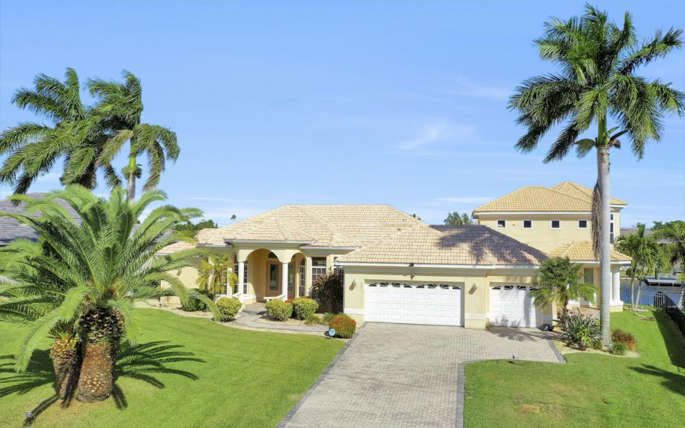 2211 SW 49th St, Cape Coral - Home For Sale 210632538