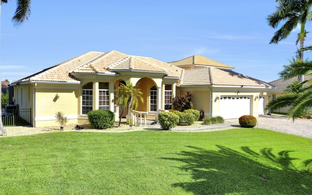 2211 SW 49th St, Cape Coral - Home For Sale 2143521839