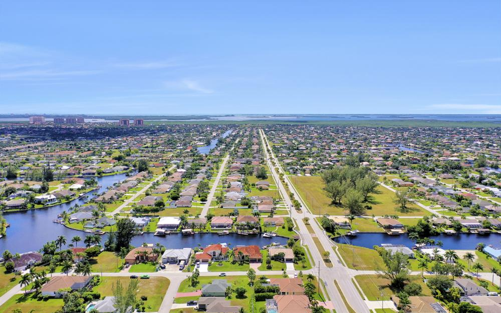 2024 SW 44th Ter Cape Coral - Home For Sale 2034178563