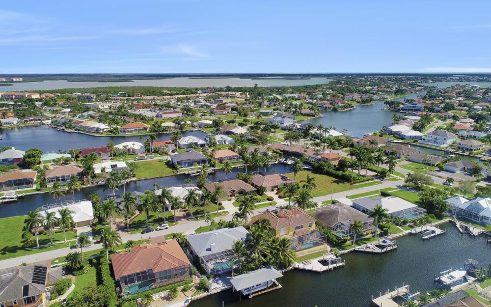 44 Algonquin Ct, Marco Island - Home For Sale 685500488