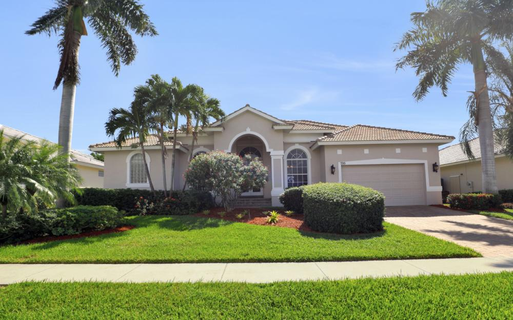 795 Dove Ct, Marco Island - Home For Sale 1199656906
