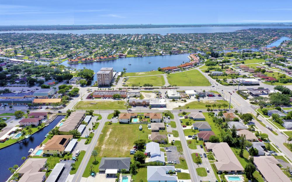 4705 SE 4th Pl, Cape Coral - Home For Sale 706141032