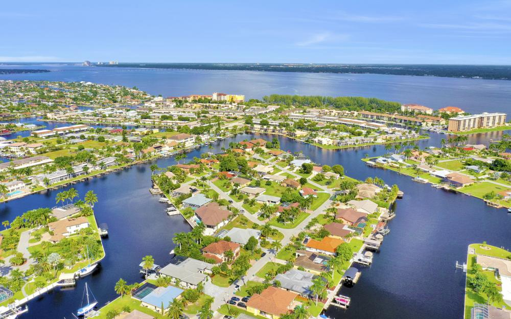 1725 SE 44th St, Cape Coral - Luxury Home For Sale 759065064