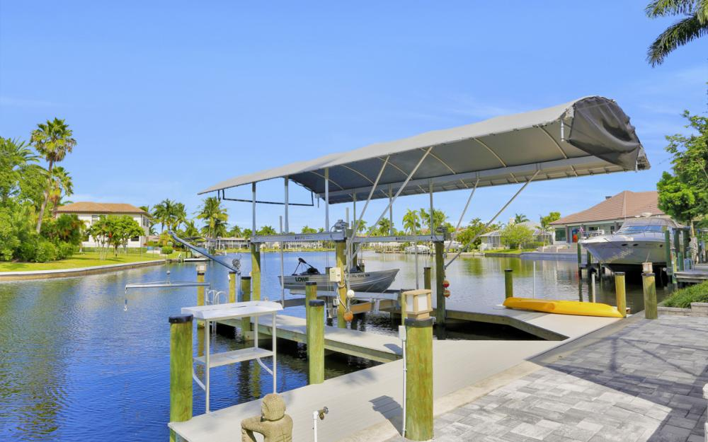 1725 SE 44th St, Cape Coral - Luxury Home For Sale 2096747804