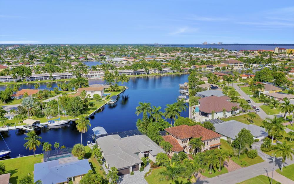1725 SE 44th St, Cape Coral - Luxury Home For Sale 799568344