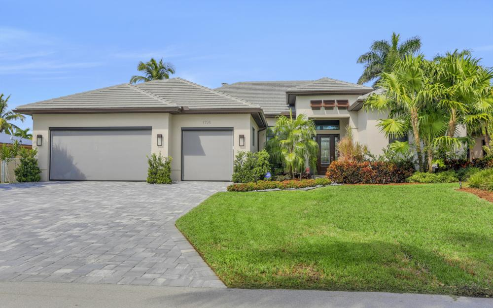 1725 SE 44th St, Cape Coral - Luxury Home For Sale 712500162