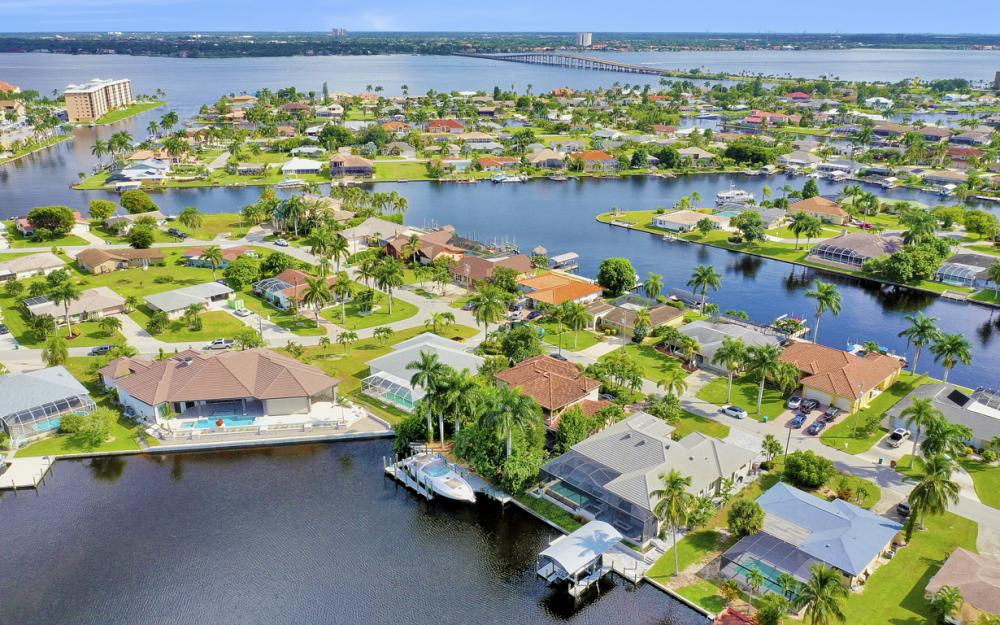 1725 SE 44th St, Cape Coral - Luxury Home For Sale 1878131372