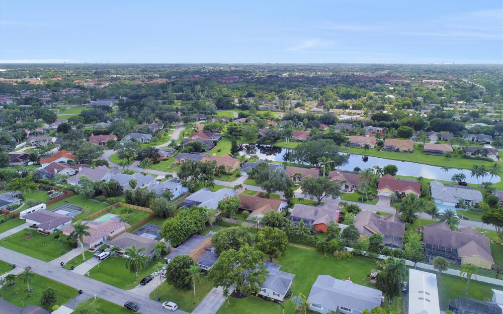 912 Dean Way, Fort Myers - Home For Sale 1681288804