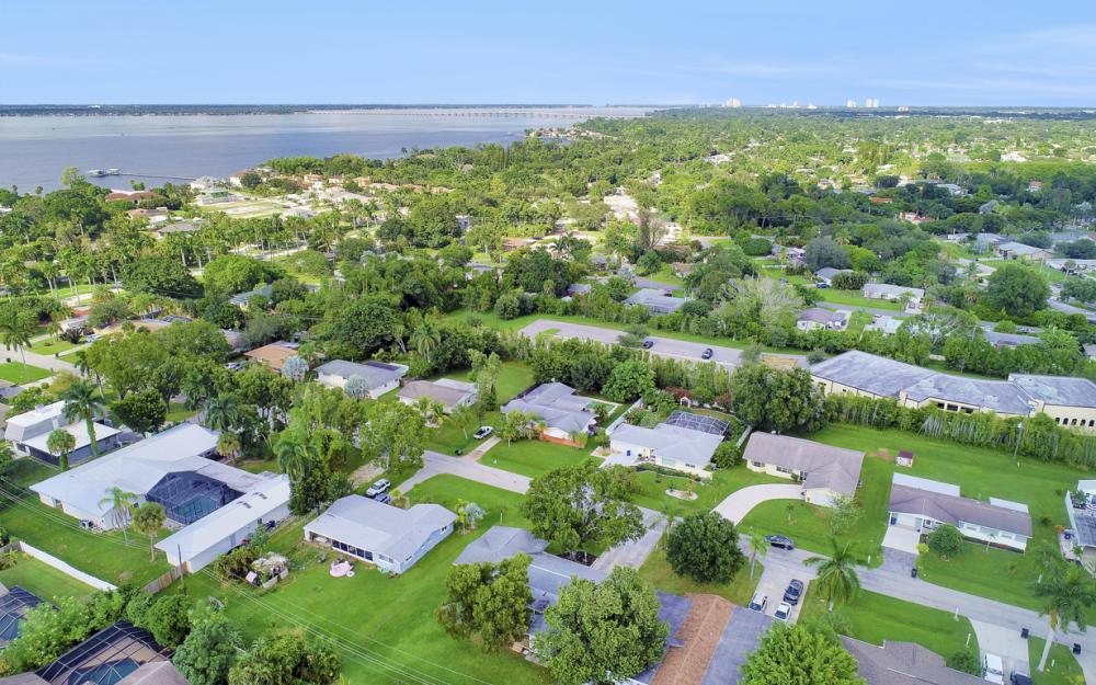 912 Dean Way, Fort Myers - Home For Sale 1880963789