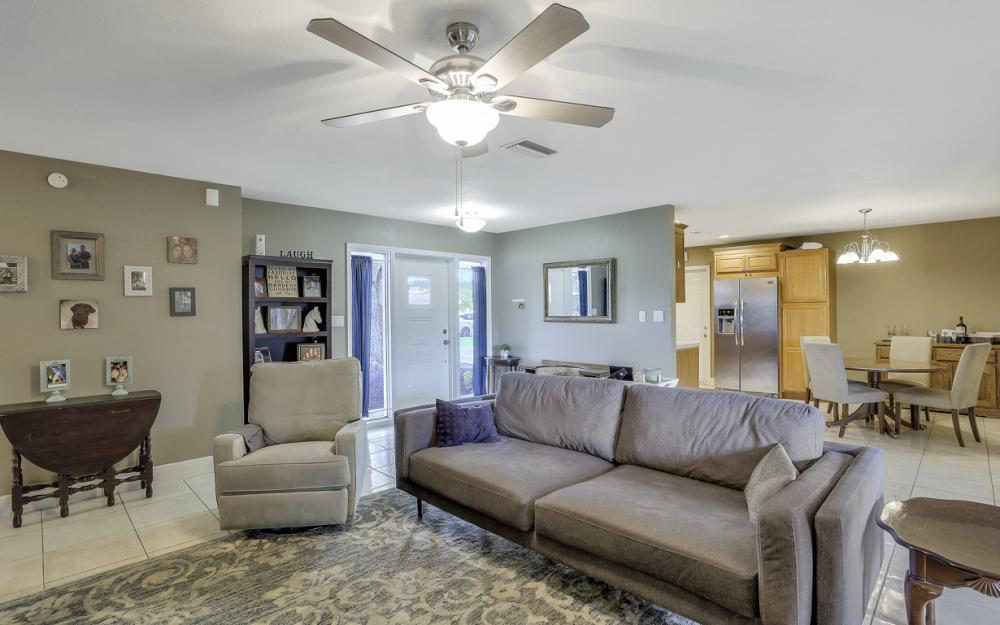 912 Dean Way, Fort Myers - Home For Sale 89131342