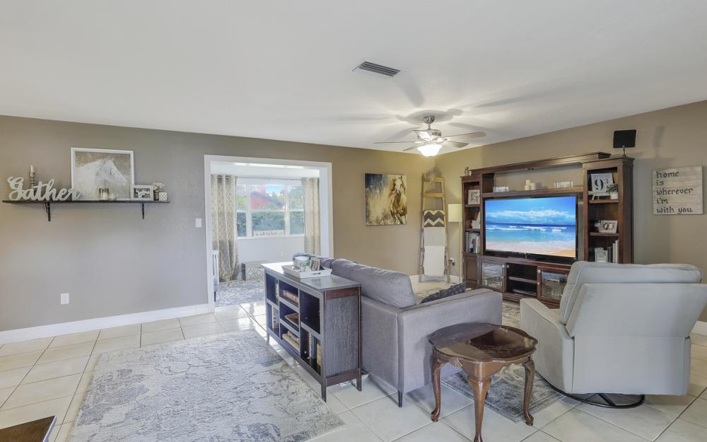 912 Dean Way, Fort Myers - Home For Sale 1712595789