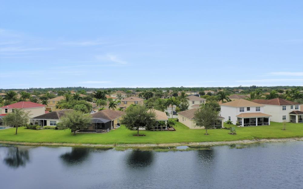 2706 Blue Cypress Lake Ct, Cape Coral - Home For Sale 704933626