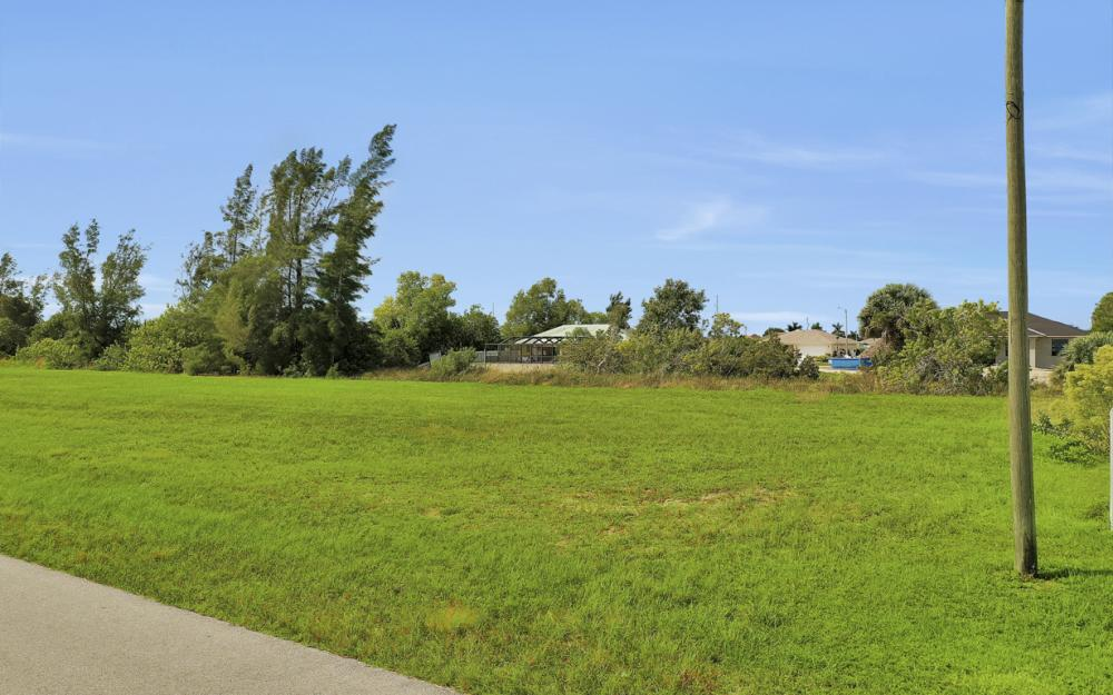 1024 NE 1st PL, Cape Coral - Lot For Sale 1030441282