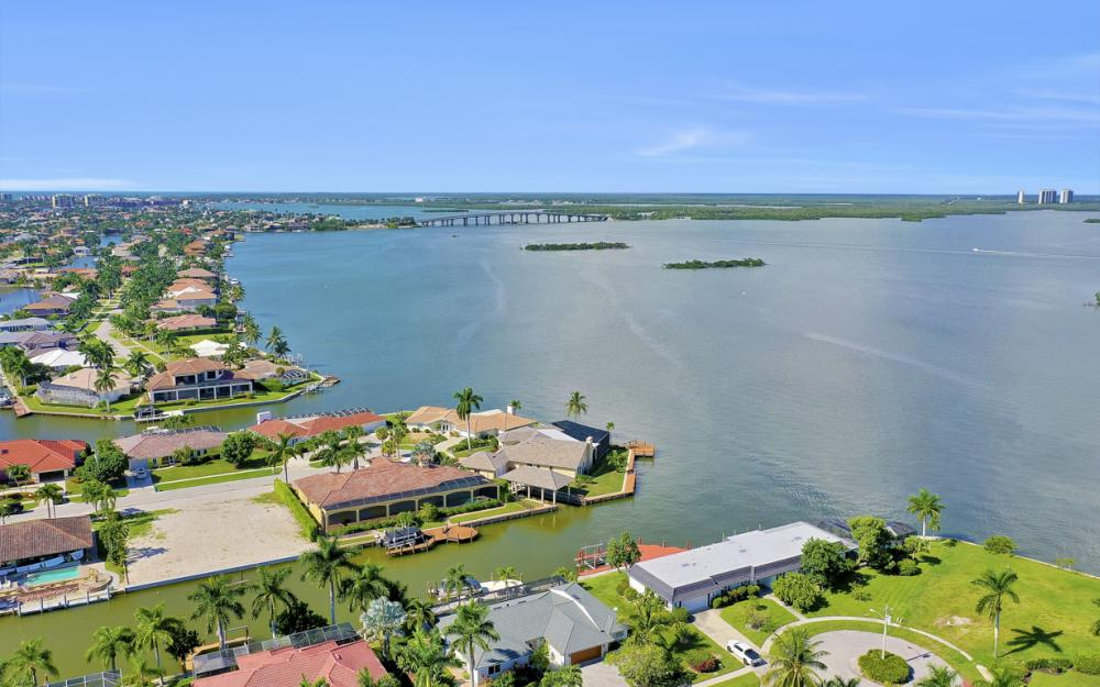 1784 Wavecrest Ct, Marco Island - Home For Sale 1885451203